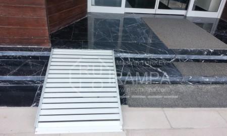 Rulo Rampa Modüler Engelli Rampası Bina Girişi